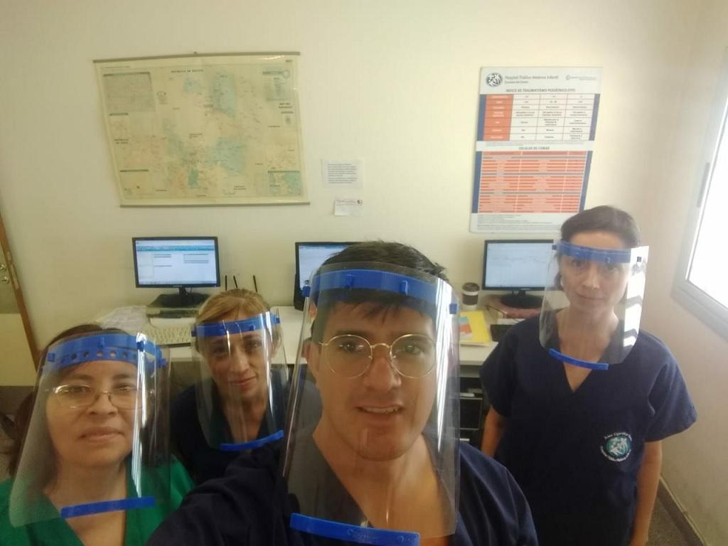 Makers de Salta fabrican protectores faciales con sus impresoras 3D