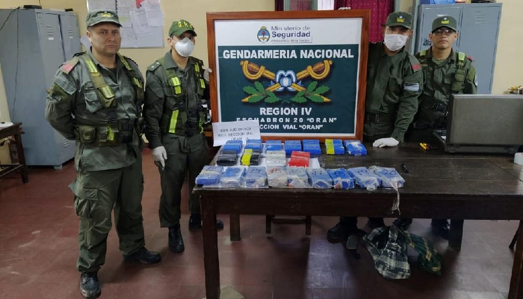 Transportaban más de 20 kilos de cocaína en su camioneta