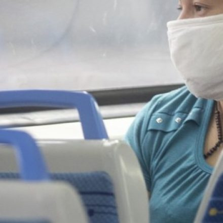 Desde el lunes 20, el uso de barbijo casero será obligatorio en el transporte público de jurisdicción nacional