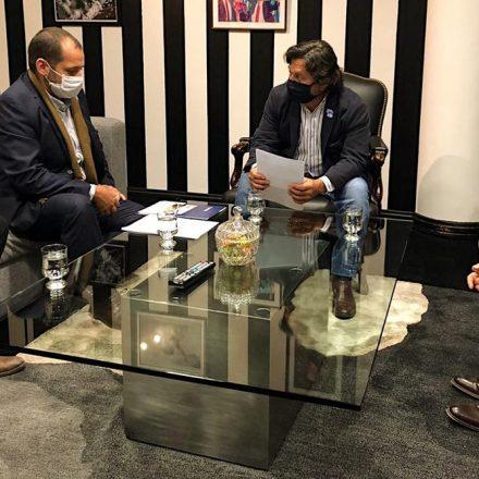 El Gobernador en reunión con empresas que construirán pozos de agua en el norte provincial