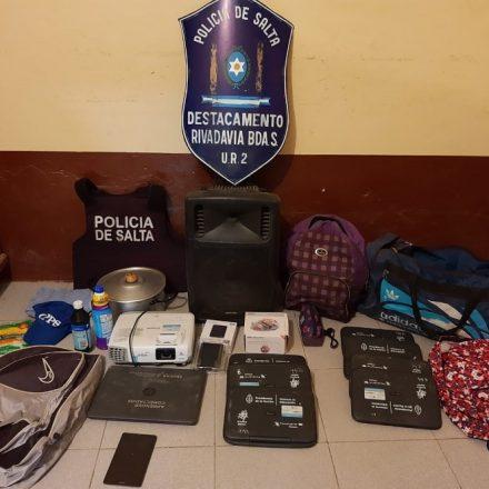 Recuperan 10 computadoras que fueron robadas de una escuela