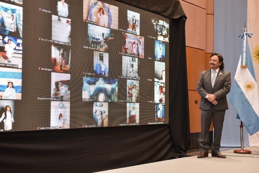Desde Casa de Gobierno y en forma virtual Sáenz tomó la solemne promesa de Lealtad a la Bandera a 300 alumnos de 4° grado de diferentes localidades de la provincia