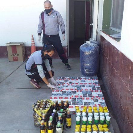 Detienen a cinco personas que intentaban ingresar mercadería de contrabando