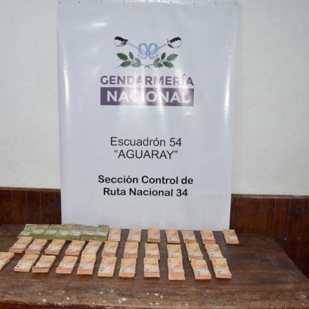 Decomisan 30 mil dólares y más de 3 millones de pesos que eran transportados sin la documentación correspondiente
