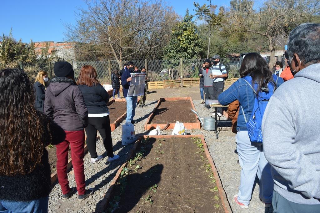 Capacitaciones virtuales para la creación de Huertas Comunitarias en diversos barrios de la Capital