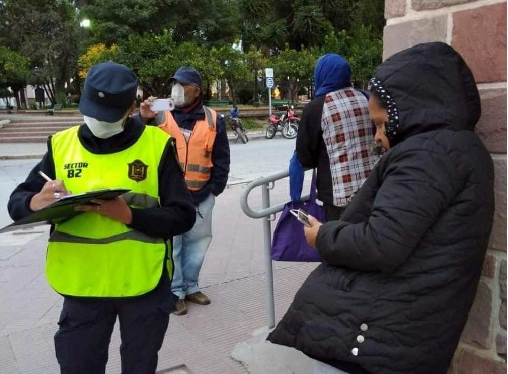 Tras los controles se detectaron a más de 100 personas violando las normativas sanitarias como distanciamiento social y uso obligatorio de tapa boca