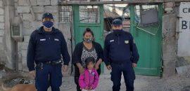 Reconocimiento para dos policías por auxiliar a una niña que se asfixiaba con una golosina