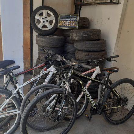 Capital: allanan cuatro domicilios en una causa por robos en Barrio Grand Bourg